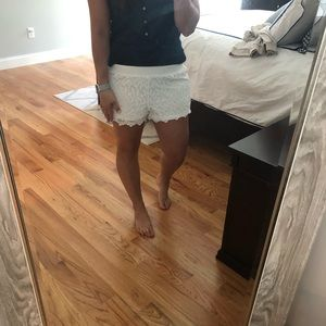 Lilly Pulitzer white lace pull on shorts